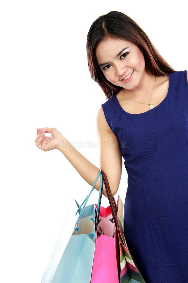 Mulher bonita com muitos sacos de compras imagem de stock