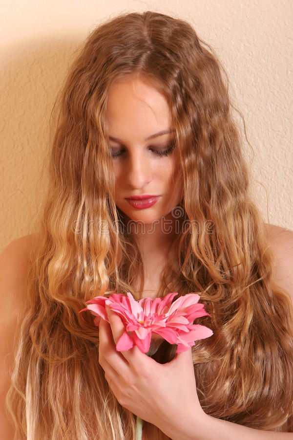 Mulher bonita com orquídea fotografia de stock royalty free