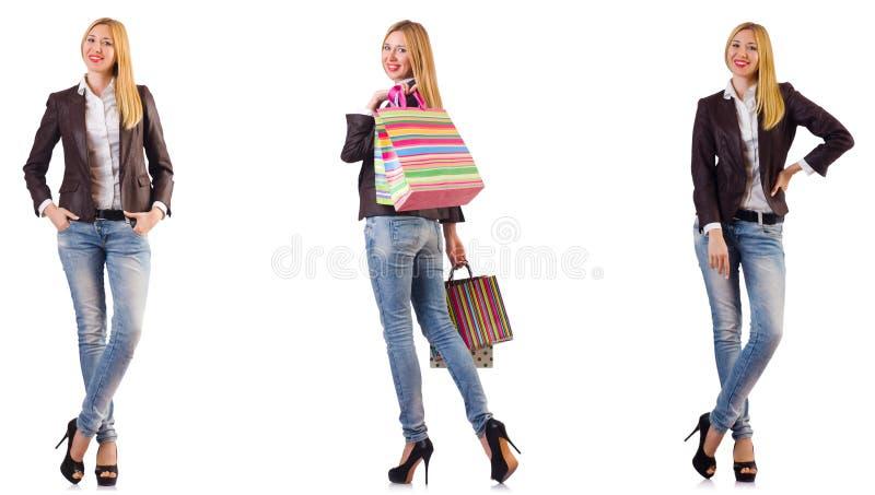 A mulher bonita com os sacos de compras isolados no branco imagem de stock royalty free