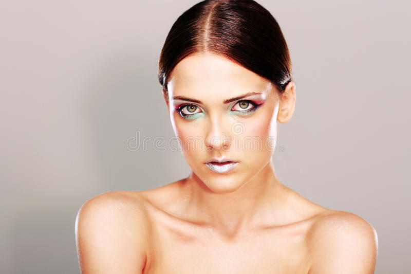 Mulher bonita com pele fresca bonita foto de stock