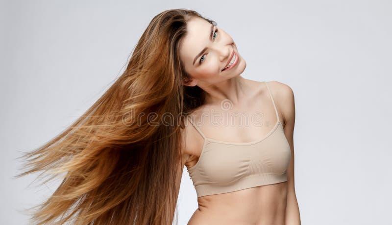 Mulher bonita com pele fresca limpa imagens de stock