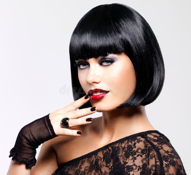 Mulher bonita com penteado do tiro fotos de stock royalty free