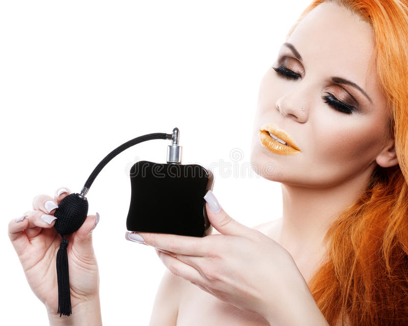 Mulher bonita com perfume foto de stock