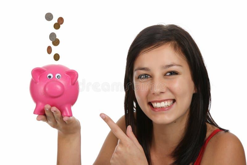 Mulher bonita com Piggybank foto de stock
