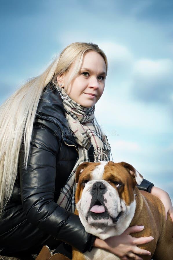 Mulher bonita com um cão imagens de stock royalty free
