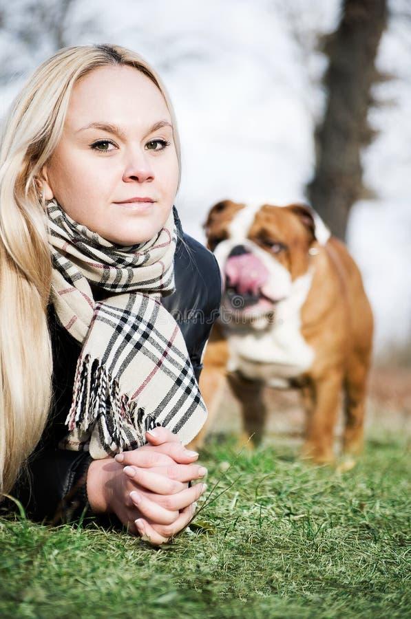 Mulher bonita com um cão fotos de stock