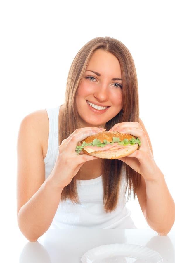 Mulher bonita com um Hamburger foto de stock