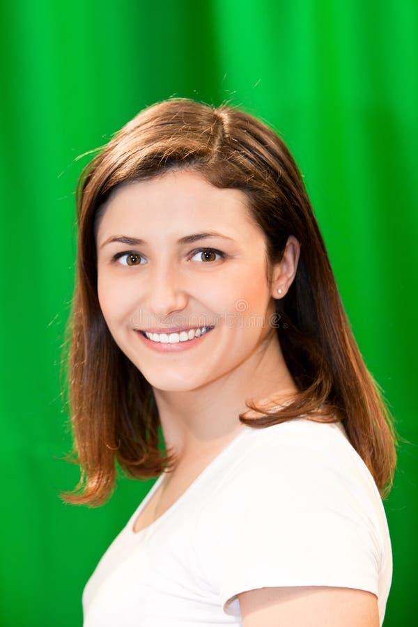 Mulher bonita com um sorriso encantador fotos de stock royalty free