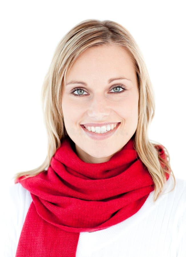Mulher bonita com um sorriso vermelho do lenço imagem de stock