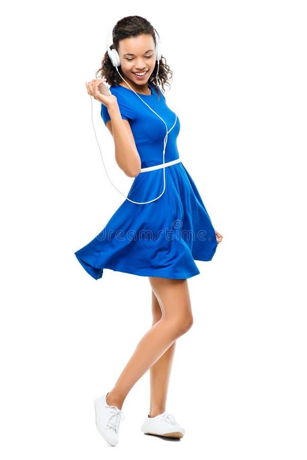 Mulher bonita da raça misturada que dança o vestido azul 'sexy' isolado imagens de stock