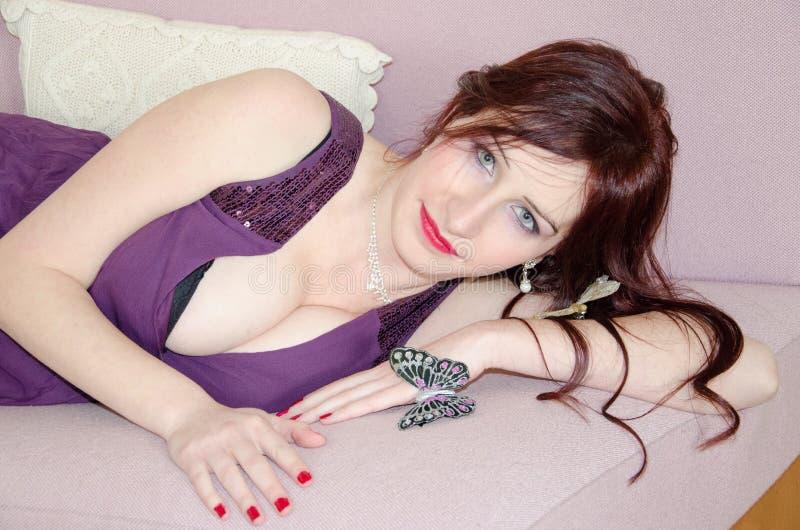 Mulher bonita da sensualidade com cabelo longo fotos de stock royalty free
