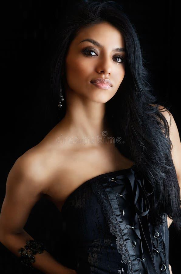 Mulher bonita de latina com cabelo longo fotos de stock