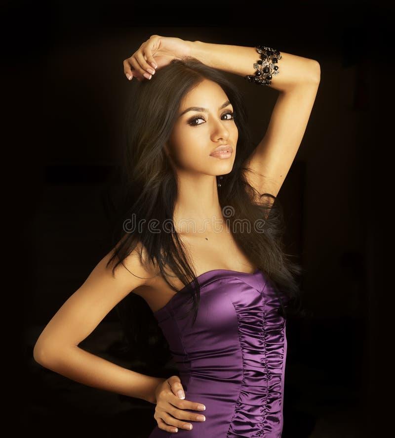 Mulher bonita de latina com cabelo longo imagens de stock royalty free