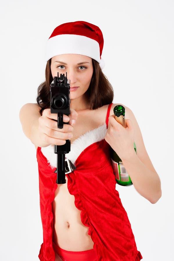 Mulher bonita de Santa com arma fotografia de stock royalty free