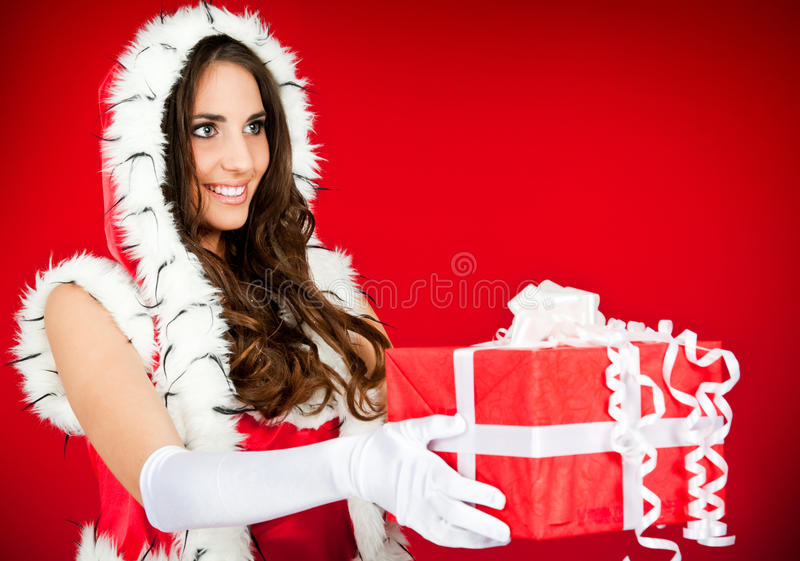 Mulher bonita de Santa com presente fotografia de stock
