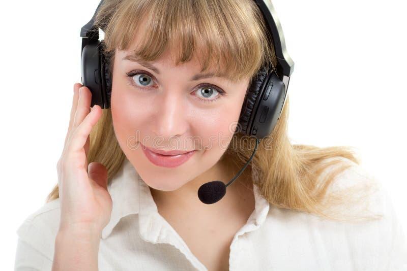 Mulher bonita de sorriso com auriculares do telefone imagens de stock royalty free