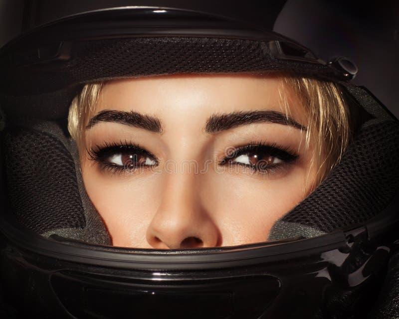 Mulher bonita do motociclista fotografia de stock royalty free