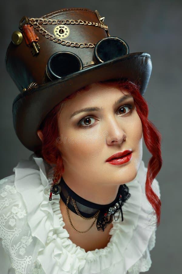 Mulher bonita do steampunk foto de stock royalty free