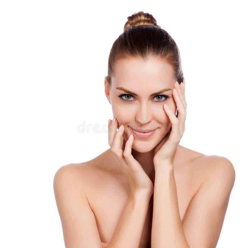Mulher bonita dos termas que toca em sua cara. fotografia de stock royalty free