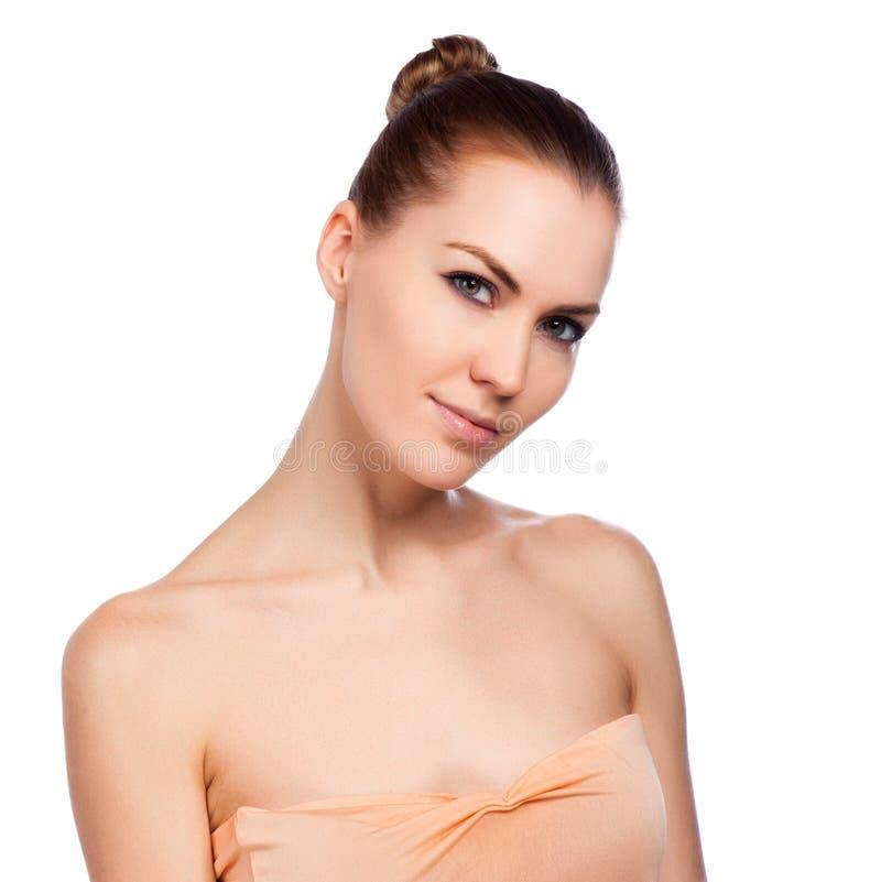 Mulher bonita dos termas que toca em sua cara imagens de stock royalty free