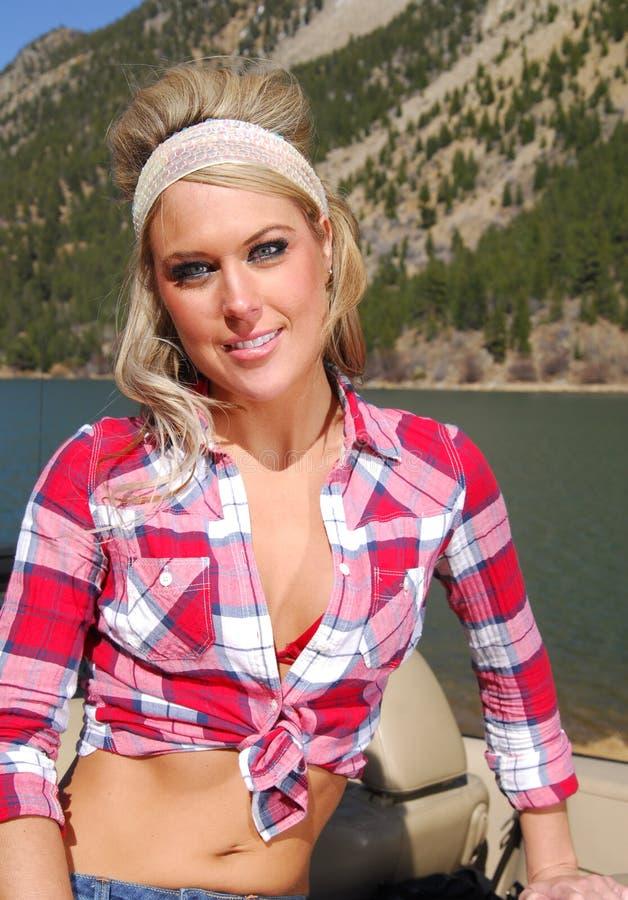 Mulher bonita em férias imagem de stock