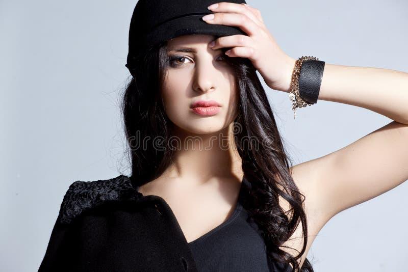Mulher bonita em um chapéu imagem de stock