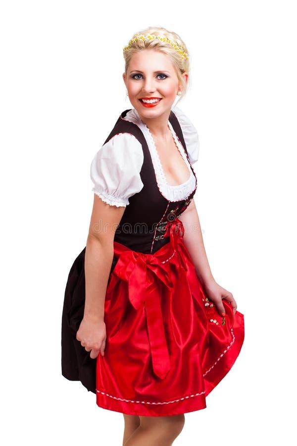 Mulher bonita em um dirndl bávaro tradicional imagem de stock royalty free