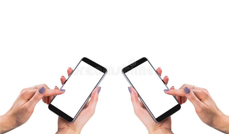 A mulher bonita entrega guardar o telefone esperto com a tela branca isolada Local de trabalho do negócio com espaço da cópia Esp imagem de stock royalty free