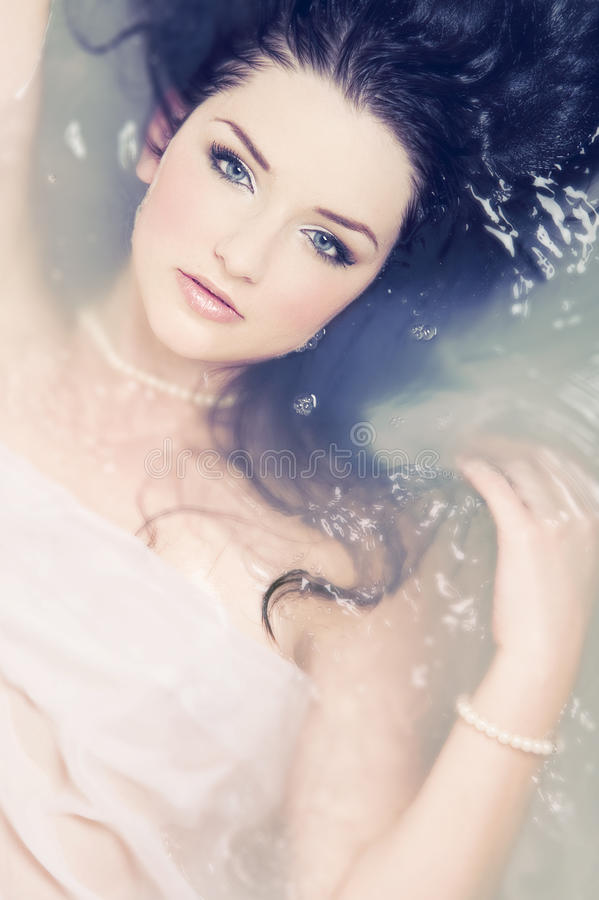Mulher bonita na água imagens de stock royalty free