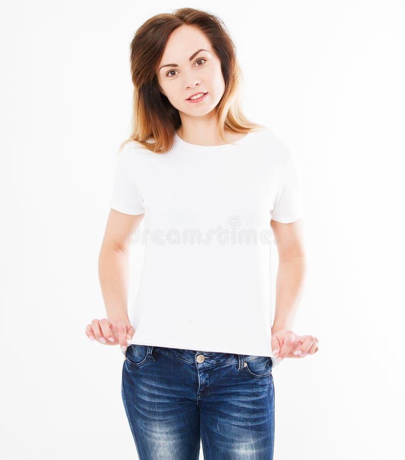 Mulher bonita na camisa branca de t, no projeto da camisa e no conceito dos povos Opinião dianteira de camisas isolada no fundo b imagens de stock royalty free