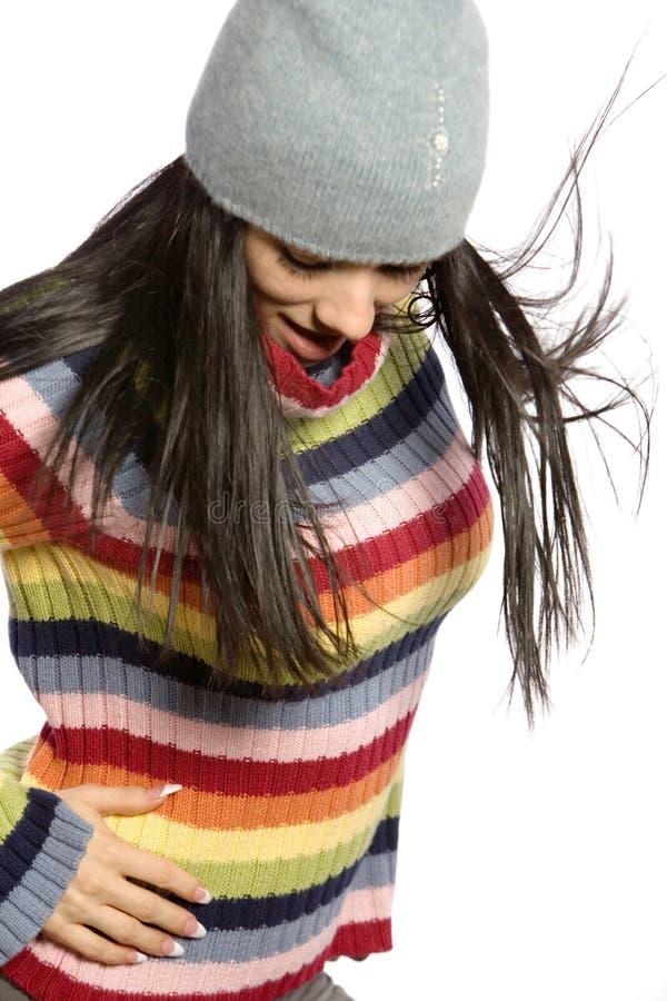 Mulher bonita na camisola e no chapéu do inverno fotos de stock