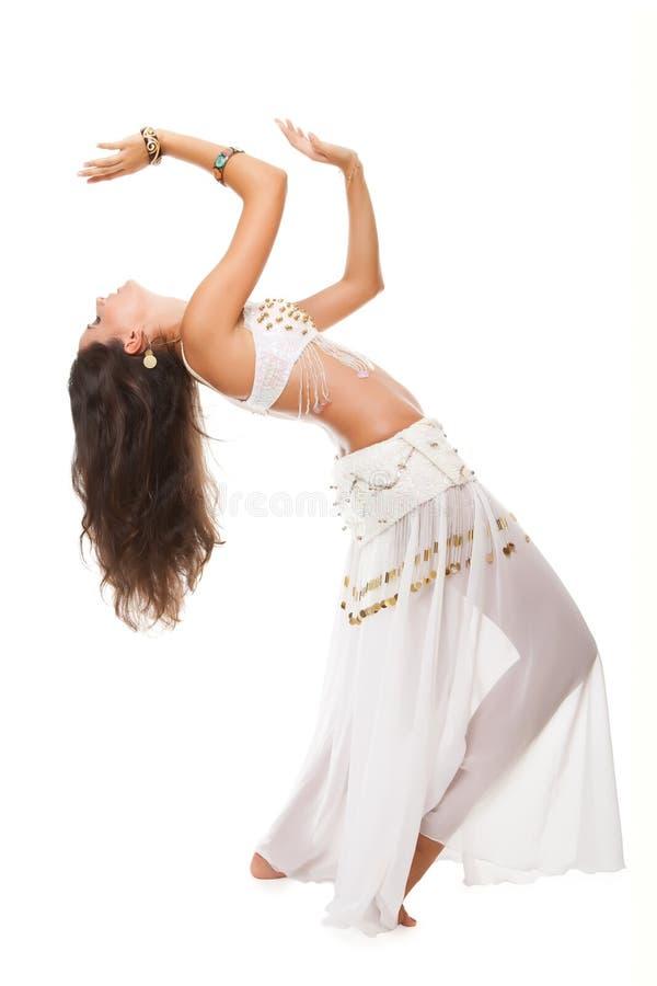 Mulher bonita na dança árabe ativa fotografia de stock royalty free