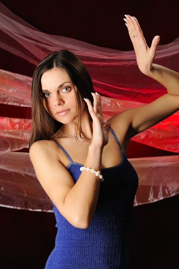 A mulher bonita na dança fotos de stock royalty free