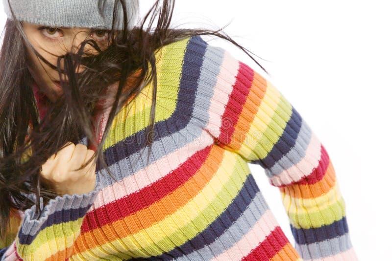 Mulher bonita na dança da camisola fotografia de stock