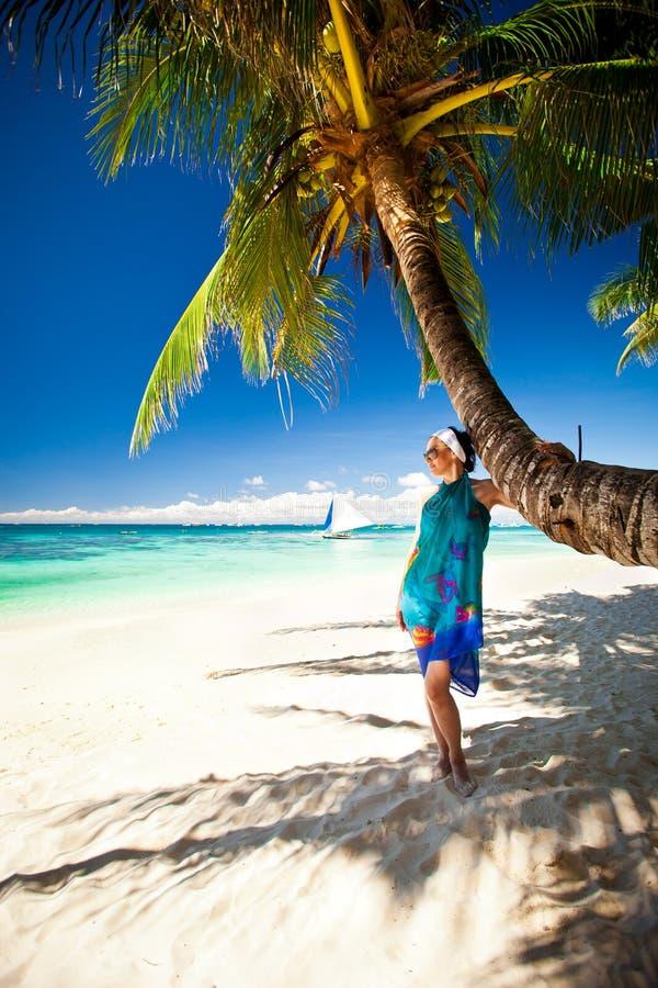 Mulher bonita na praia imagens de stock royalty free