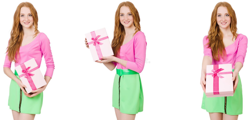 A mulher bonita na saia verde com giftbox fotos de stock royalty free