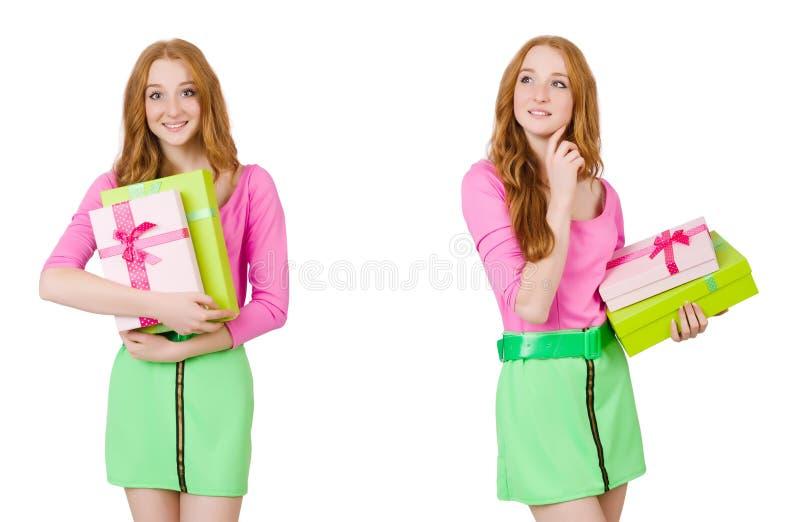 A mulher bonita na saia verde com giftbox fotografia de stock royalty free