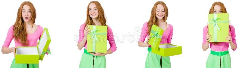 A mulher bonita na saia verde com giftbox imagens de stock royalty free
