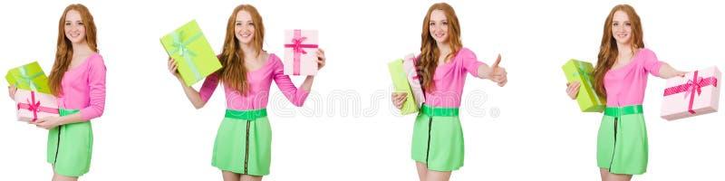 A mulher bonita na saia verde com giftbox fotos de stock