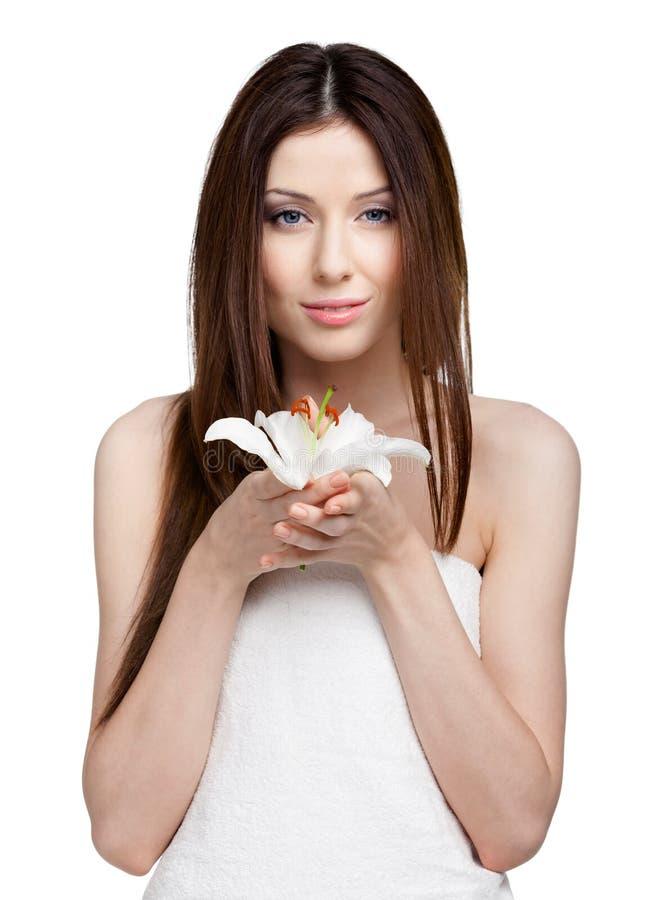 Mulher bonita na toalha com pomar branco imagem de stock royalty free