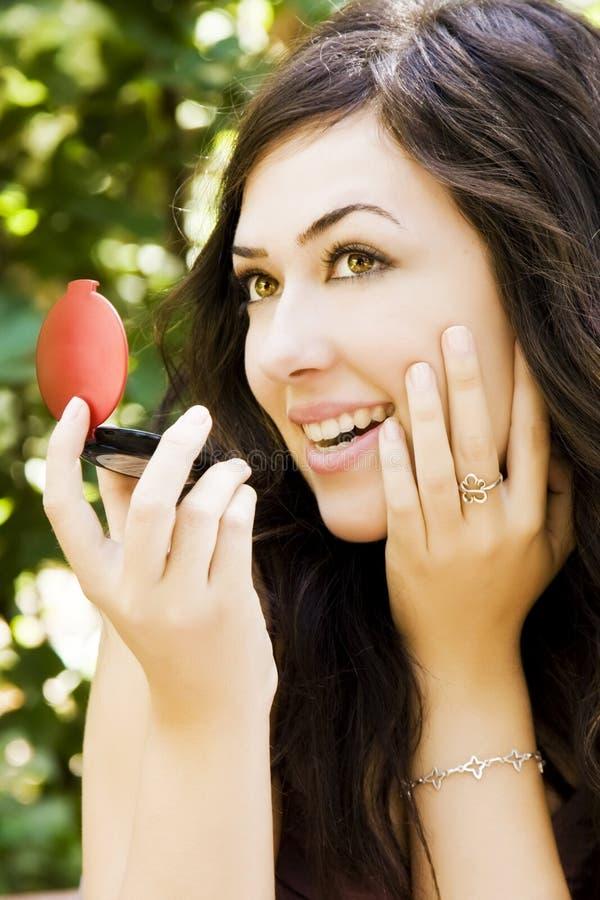 Mulher bonita no espelho fotos de stock royalty free