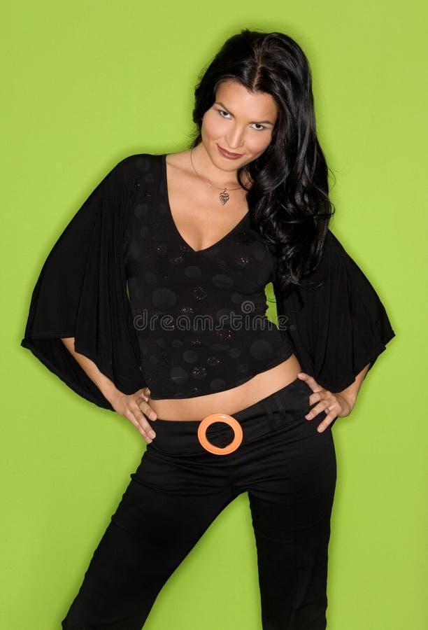 Mulher bonita no preto imagem de stock