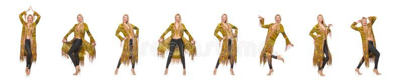 Mulher bonita no revestimento amarelo longo isolado no branco fotografia de stock