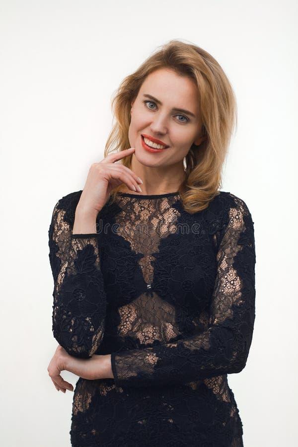 Mulher bonita no vestido do laço imagens de stock