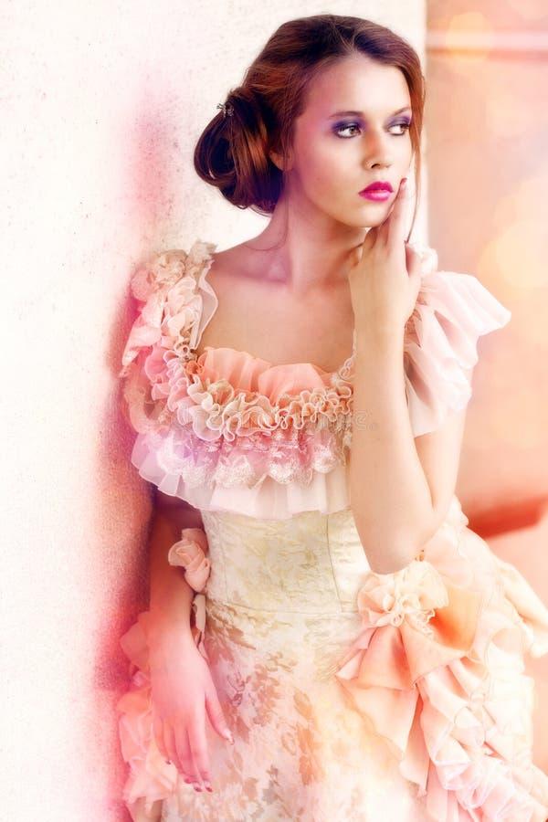 Mulher bonita no vestido do vintage imagem de stock royalty free