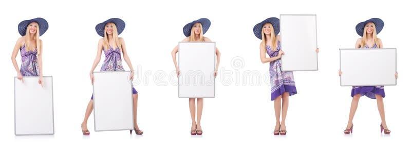 A mulher bonita no vestido roxo com whiteboard foto de stock