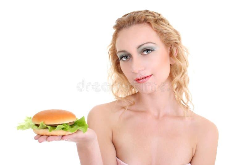Mulher bonita nova com Hamburger imagem de stock