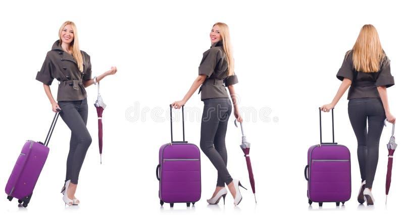 A mulher bonita nova com a mala de viagem e o guarda-chuva isolados no branco foto de stock royalty free