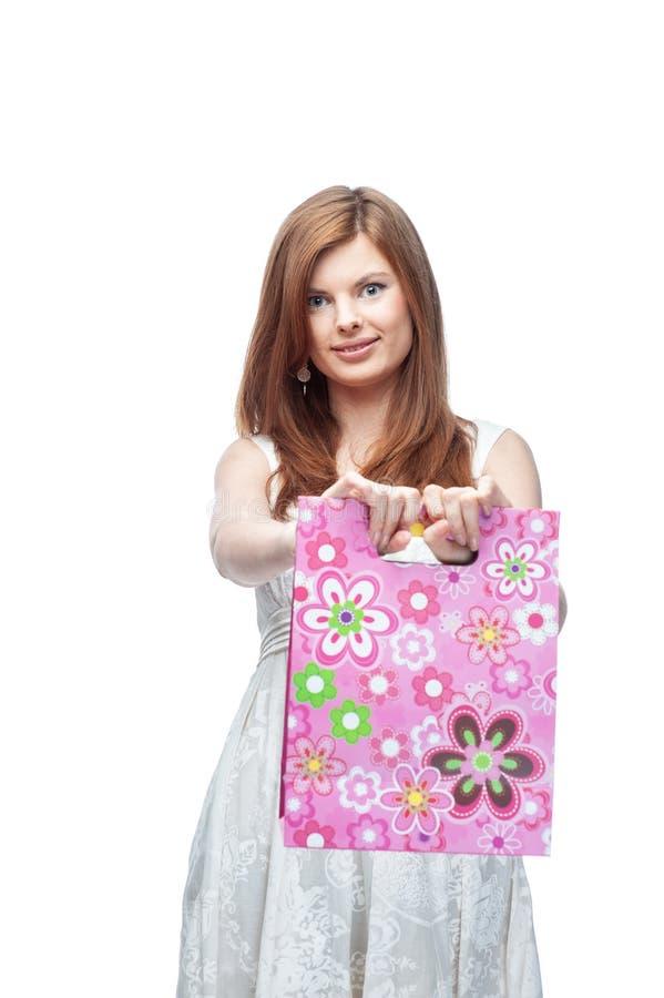 Mulher bonita nova com pacotes da compra foto de stock royalty free