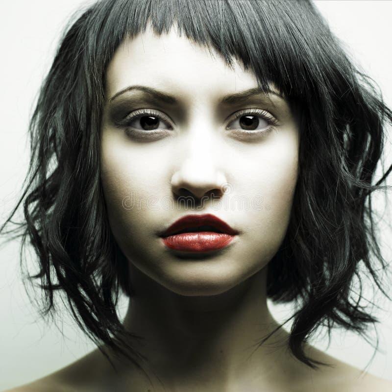 Mulher bonita nova com penteado estrito fotografia de stock royalty free